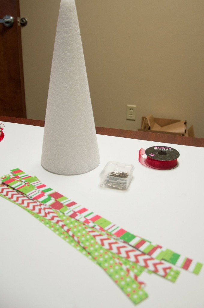 DIY Paper Loop Christmas Tree