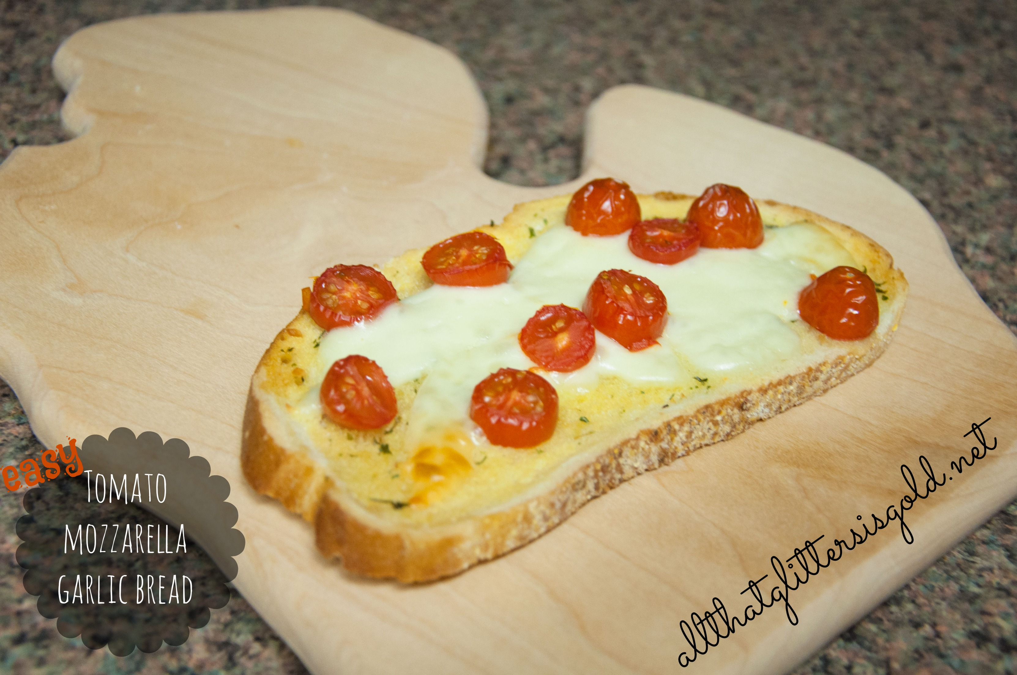 Garlic bread with mozzarella and tomatoes