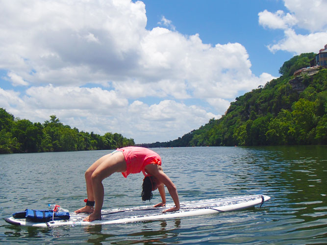 Paddleboard back bend