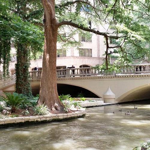 San-Antonio-Riverwalk-Bridge