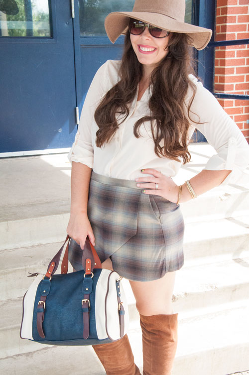 Plaid skort with a floppy hat