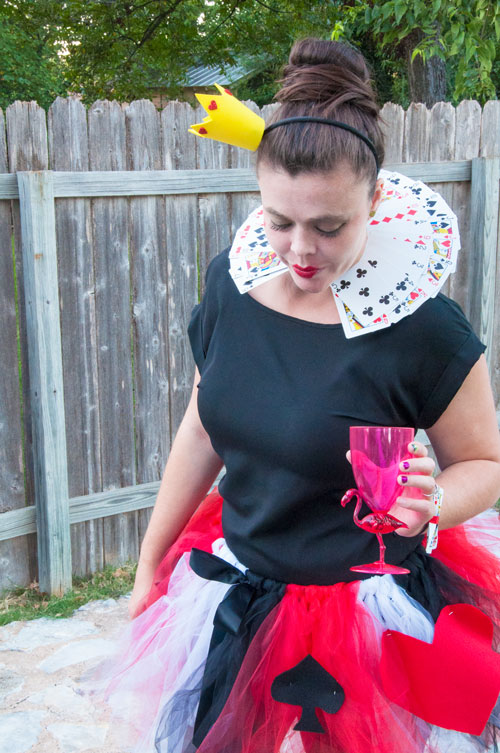 The queen of hearts diy costume all that glitters queen of hearts halloween costume solutioingenieria Choice Image