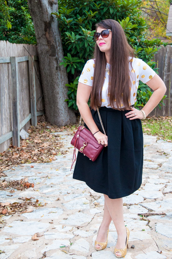 How to dress up a T-shirt with an adorable midi skirt