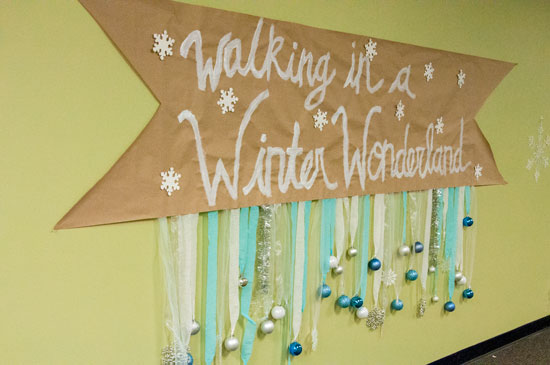 Walking In A Winter Wonderland Sign